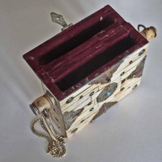 Tibetan-amulet-box-6